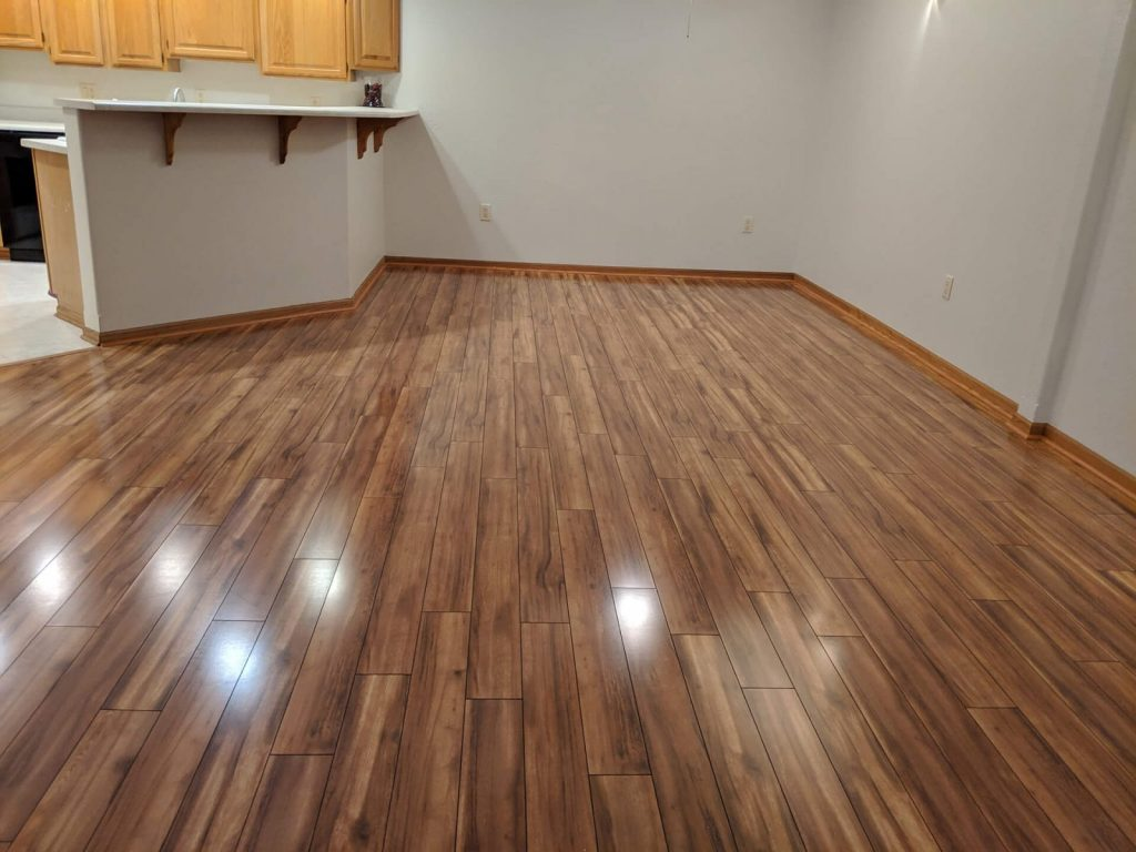 Laminate flooring installation service in Chicago. Schedule your free estimate now!